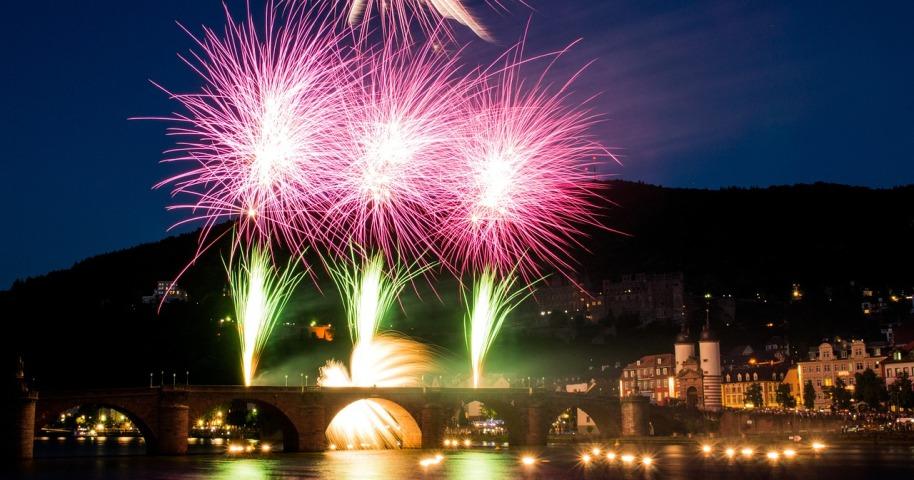 fireworks-365011_1280